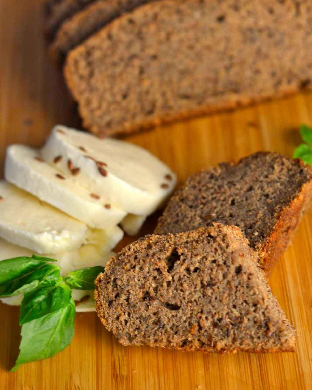 `Ржан леб со ленено семе