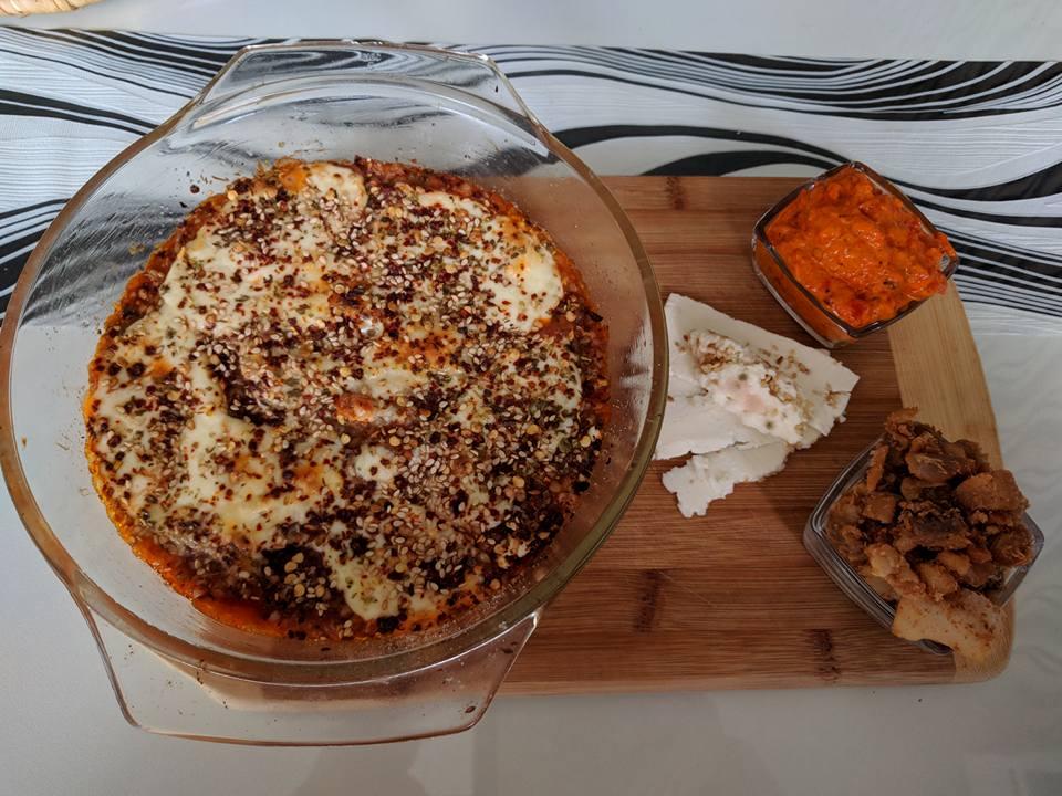 Потпечена елда со моцарела и доматен сос