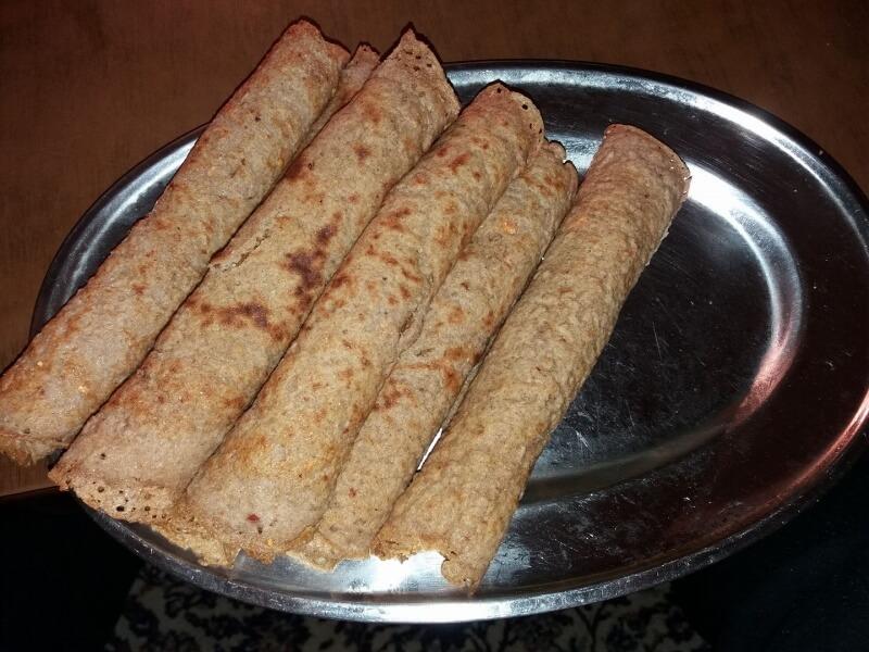 Појадок - Палачинки со француска салата, ајвар и хумус