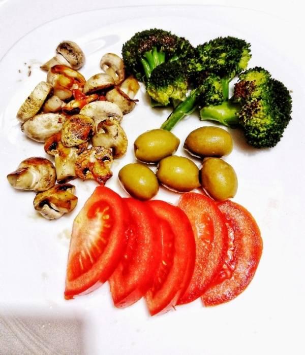 Појадок - Печурки, брокула и салата до домат