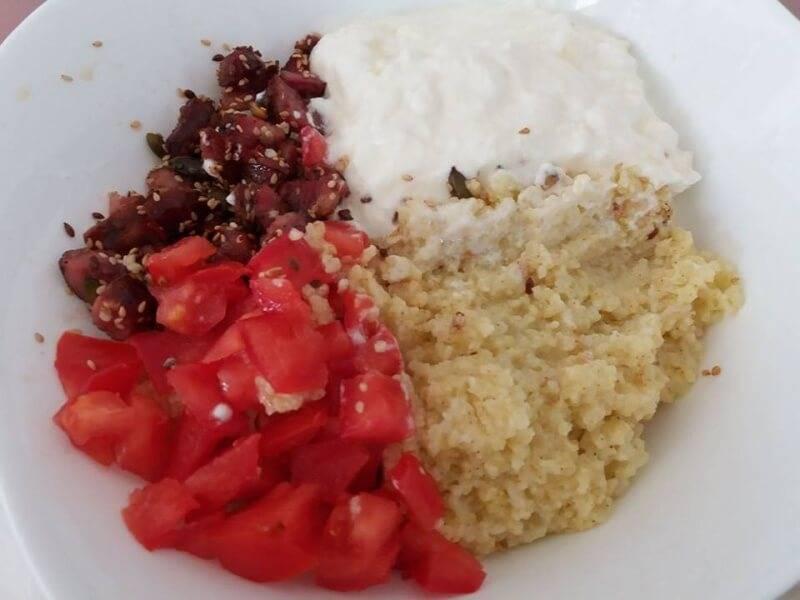 Појадок - Просо со кобасица и кисело млеко