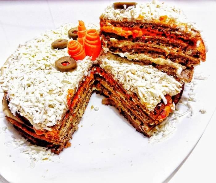 Појадок - Солена торта со хумус, ајвар, овчо сирење