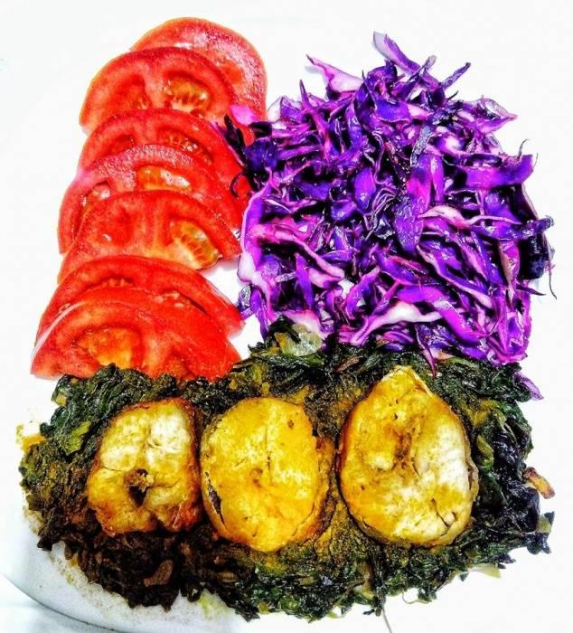 Ручек - Спанаќ, ослич со куркума и салата