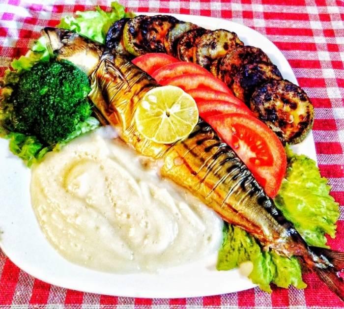 Ручек - Чадена скуша, пире од карфиол и салата