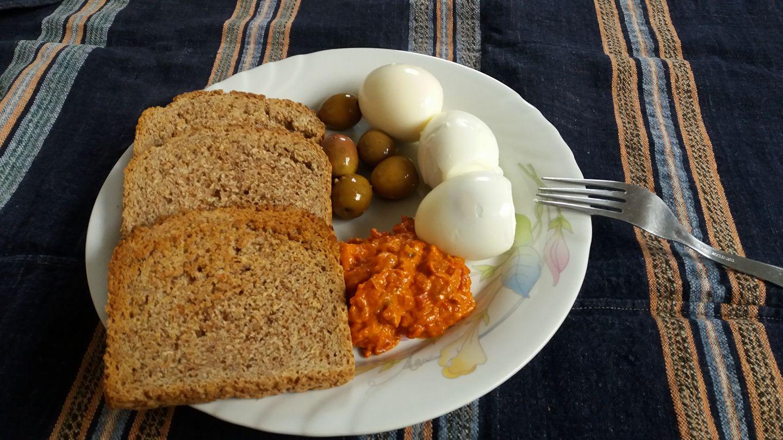 Појадок - Варени јајца со ајвар