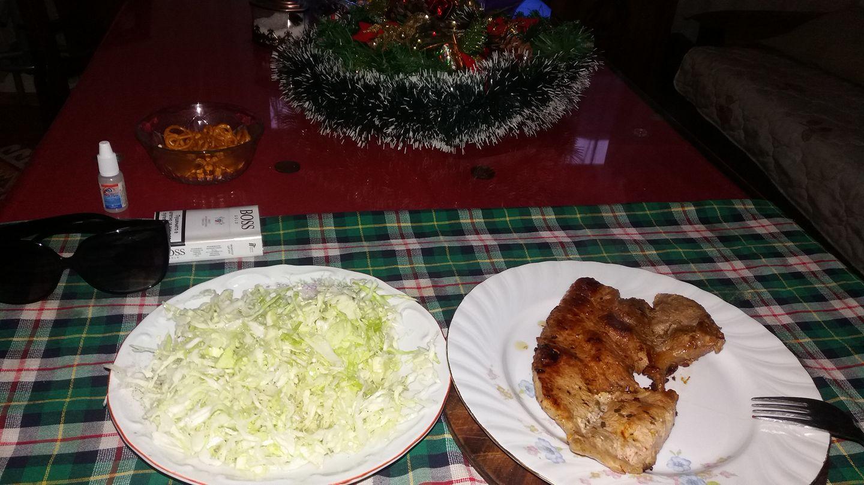 Ручек - Свинско со зелка салата