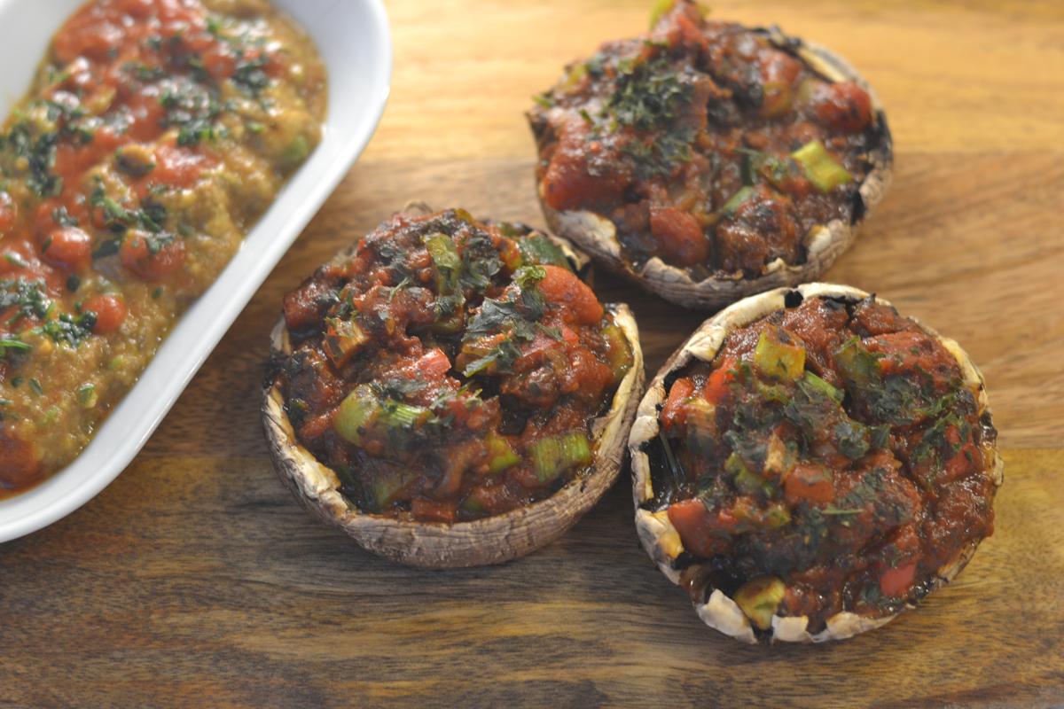 Полнети печурки и намаз од авокадо
